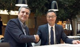 A sinstra Luca Crisciotti, CEO di DNV GL - Business Assurance e Sunny Lu, CEO di VeChain