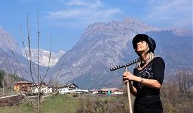 Orto Preparando Terreno Per La Semina Antonella Bellutti, testimonial Kiwa su Magazine Qualità