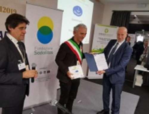"""Il Comune di Latina ha ricevuto il premio """"Certiquality – Comune di qualità"""" per il progetto """"Rete eco-scuole certificate"""""""